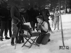 """Durante as gravações de """"Em Busca do Ouro"""", em 1925."""