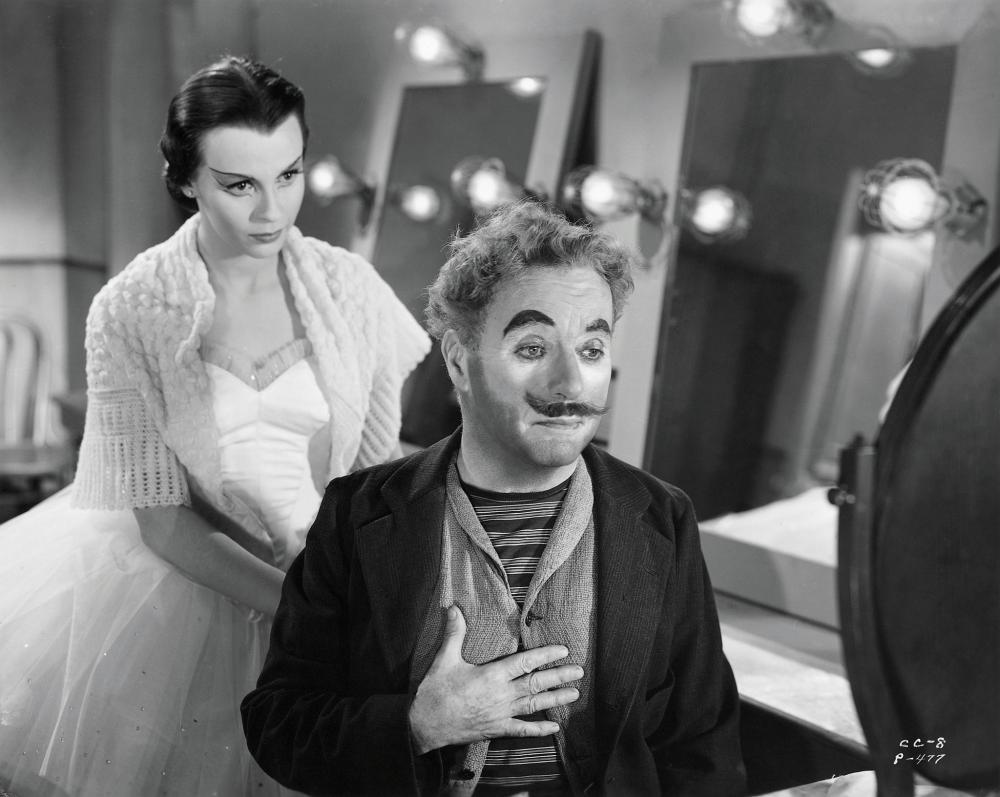 A jovem bailarina (Claire Bloom) e o velho palhaço (Chaplin).