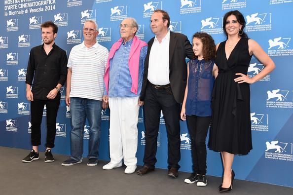 Da esquerda para a direita: Arthur Beauvois, Eugene Chaplin, Michel Legrand, Xavier Beauvois, Seli Gmach e Nadine Labaki durante o 71º Festival de Veneza, na Itália.