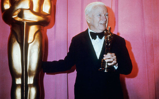Chaplin, recebendo o Oscar Honorário Photo: Keystone-France/Getty Images
